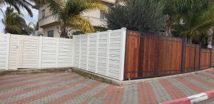 גדר מעץ ואלומיניום